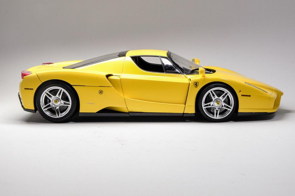 Tamiya 1/24 Enzo Ferrari Yellow