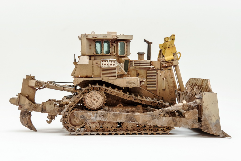 1/35 D9R ARMORED BULLDOZER Meng-Model